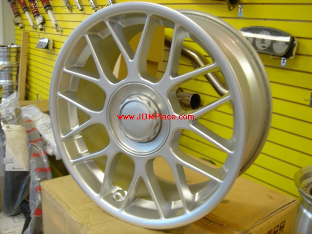 RI23006 - BBS RC 17x8 +35 offset 5x120 bolt pattern in high gloss silver. Fits E36/46 BMW 3 series.